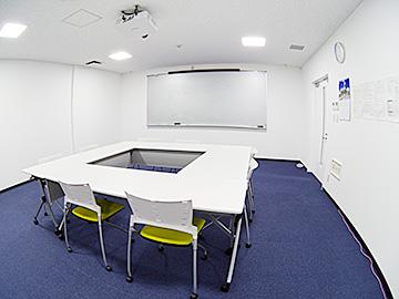 名護イーテクノロジー オフィス 会議室