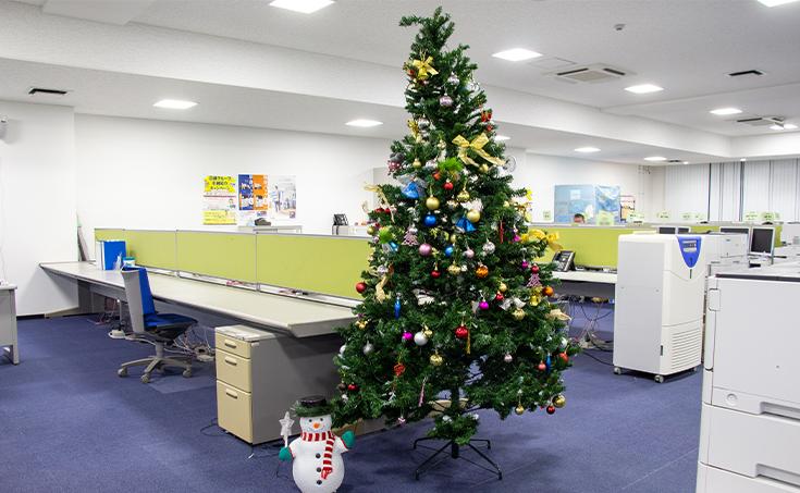 クリスマスツリー飾り付け!!